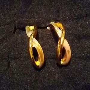 Criss cross gold tone post earrings